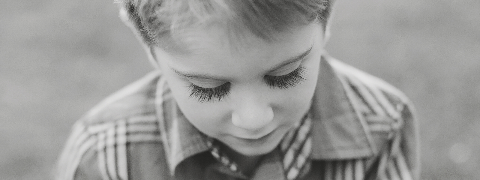 Amanda Reed Photography slideshow image of young boy in close-up